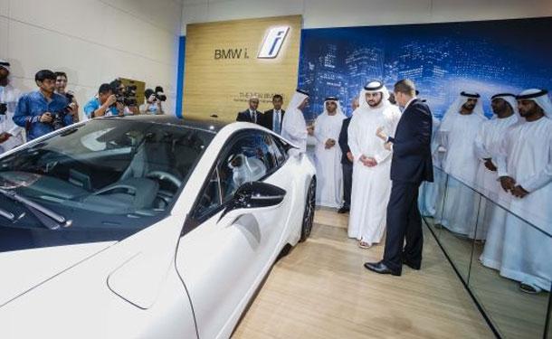 جناح BMW يخطف الأنظار في معرض دبي الدولي للسيارات 2013